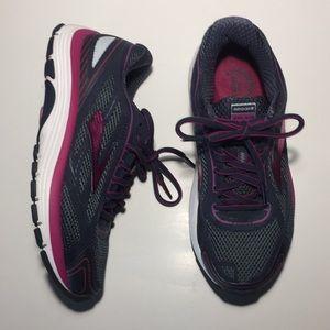 Brooks Dyad 9 women shoes Sz 8